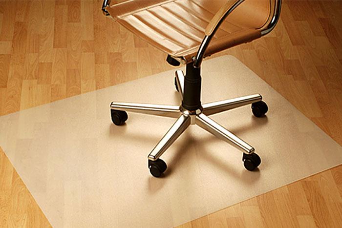 mata ochronna pod fotel na kółkach
